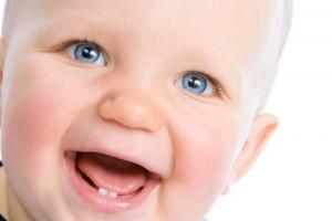 Во сколько месяцев появляются зубы