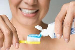 Какая зубная паста лучше отбеливает